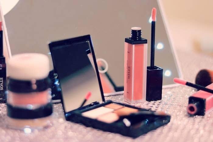 化粧品 大学生
