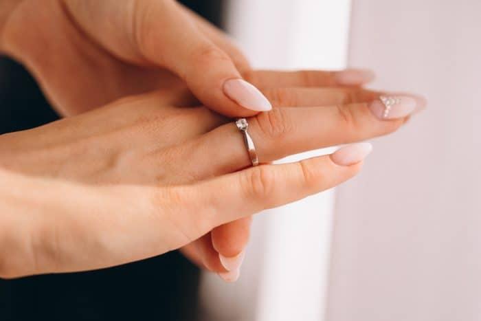 何故彼氏が指輪をくれないのか
